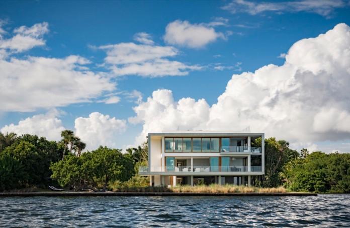 Tropical-Bahia-Villa-Retreat-in-the-Heart-of-Miami-by-Alejandro-Landes-01