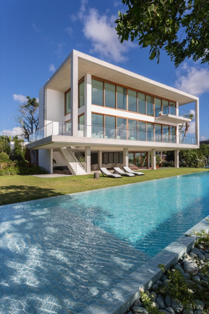 Tropical-Bahia-Villa-Retreat-in-the-Heart-of-Miami-by-Alejandro-Landes-02