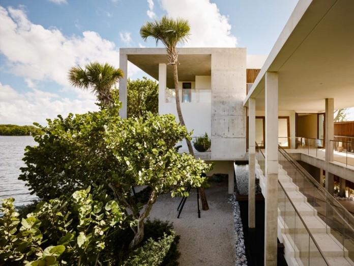 Tropical-Bahia-Villa-Retreat-in-the-Heart-of-Miami-by-Alejandro-Landes-03