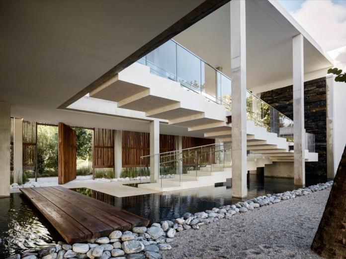 Tropical-Bahia-Villa-Retreat-in-the-Heart-of-Miami-by-Alejandro-Landes-06