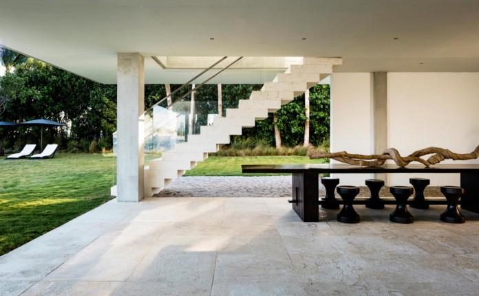 Tropical-Bahia-Villa-Retreat-in-the-Heart-of-Miami-by-Alejandro-Landes-08