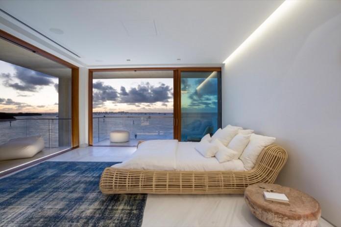 Tropical-Bahia-Villa-Retreat-in-the-Heart-of-Miami-by-Alejandro-Landes-20