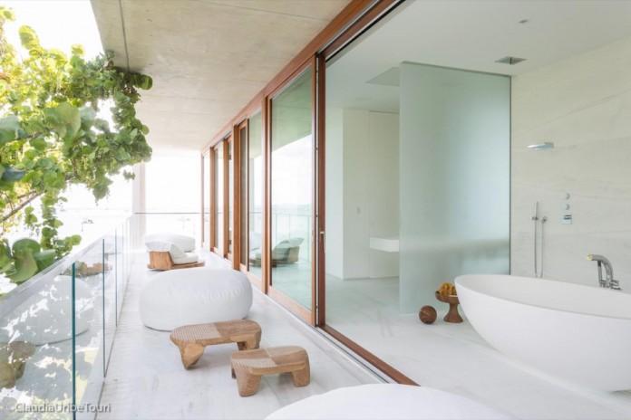 Tropical-Bahia-Villa-Retreat-in-the-Heart-of-Miami-by-Alejandro-Landes-24