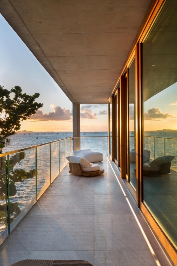 Tropical-Bahia-Villa-Retreat-in-the-Heart-of-Miami-by-Alejandro-Landes-26
