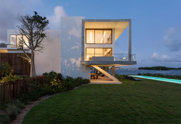 Tropical-Bahia-Villa-Retreat-in-the-Heart-of-Miami-by-Alejandro-Landes-27