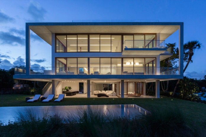 Tropical-Bahia-Villa-Retreat-in-the-Heart-of-Miami-by-Alejandro-Landes-28