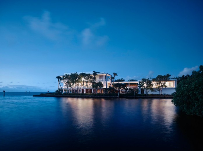 Tropical-Bahia-Villa-Retreat-in-the-Heart-of-Miami-by-Alejandro-Landes-29