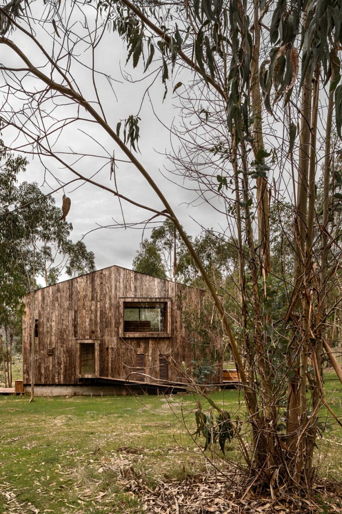 Tunquen-Wooden-Weekend-Home-by-DX-Arquitectos-03