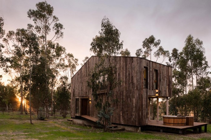 Tunquen-Wooden-Weekend-Home-by-DX-Arquitectos-05