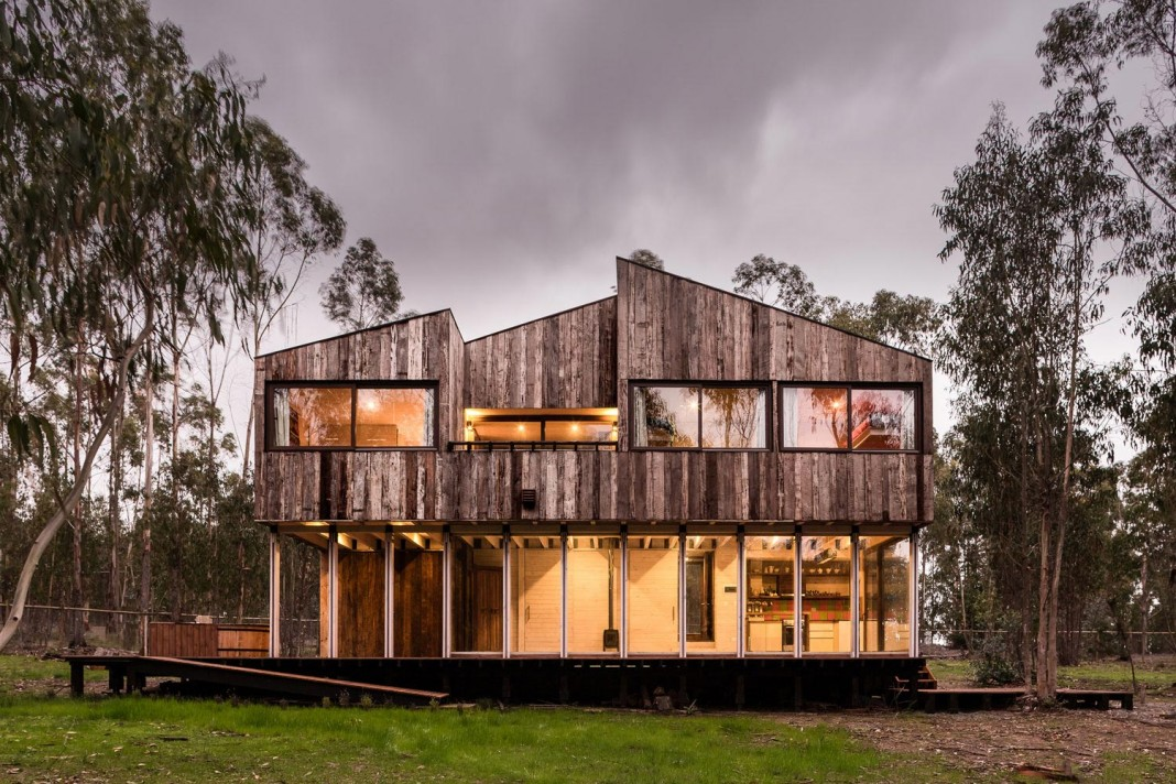 Tunquen Wooden Weekend Home by DX Arquitectos