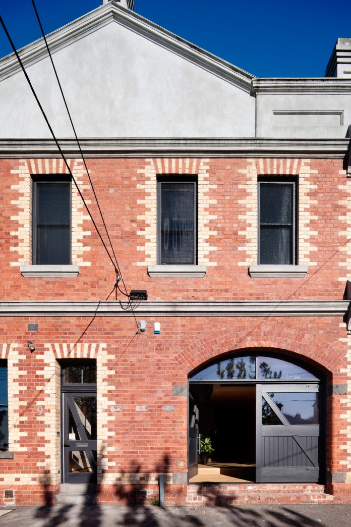 Warehouse-Converted-into-Water-Factory-Residence-in-Fitzroy-by-Andrew-Simpson-Architects-01