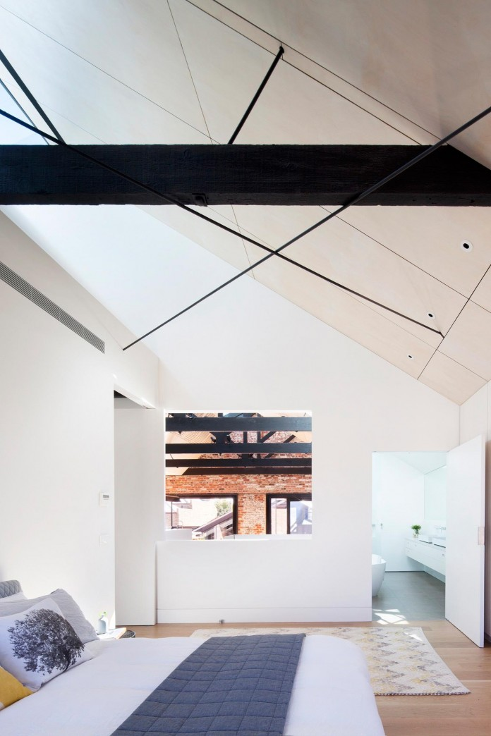 Warehouse-Converted-into-Water-Factory-Residence-in-Fitzroy-by-Andrew-Simpson-Architects-12