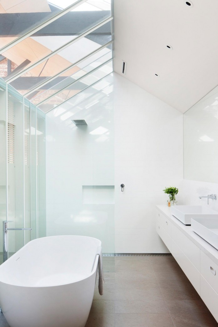 Warehouse-Converted-into-Water-Factory-Residence-in-Fitzroy-by-Andrew-Simpson-Architects-15