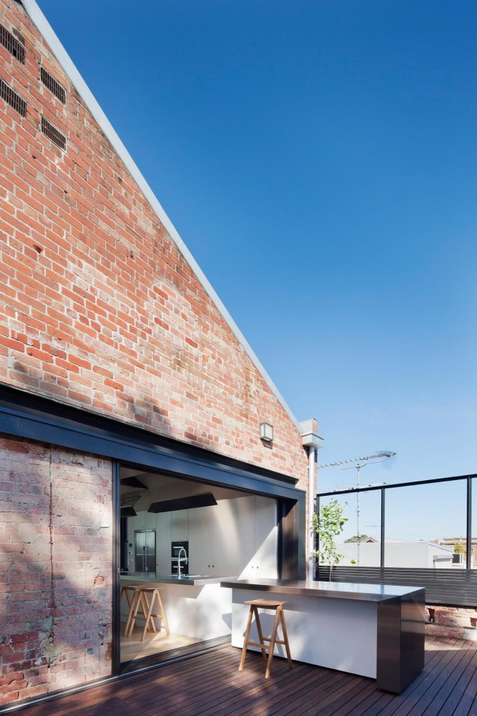 Warehouse-Converted-into-Water-Factory-Residence-in-Fitzroy-by-Andrew-Simpson-Architects-16