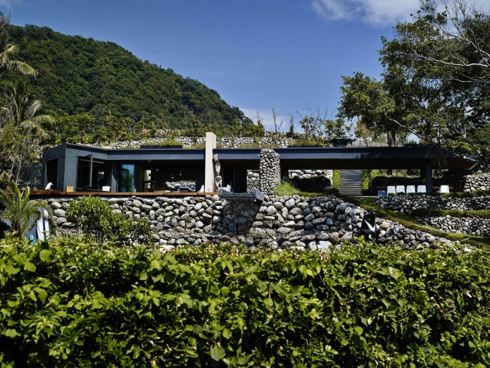 a-place-with-many-rocks-aka-atolan-house-by-create-think-design-studio-28