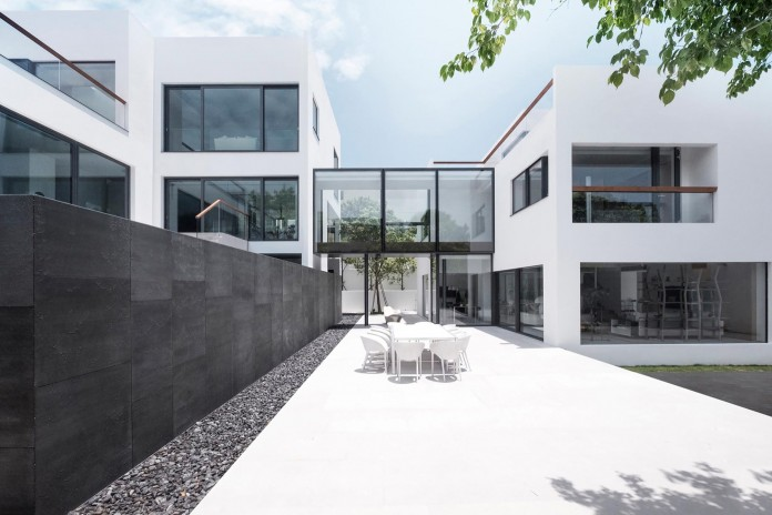bridged-house-two-existing-houses-of-different-ages-and-styles-as-one-by-idabilly-architects-01