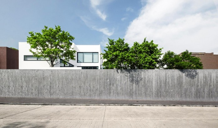 bridged-house-two-existing-houses-of-different-ages-and-styles-as-one-by-idabilly-architects-02