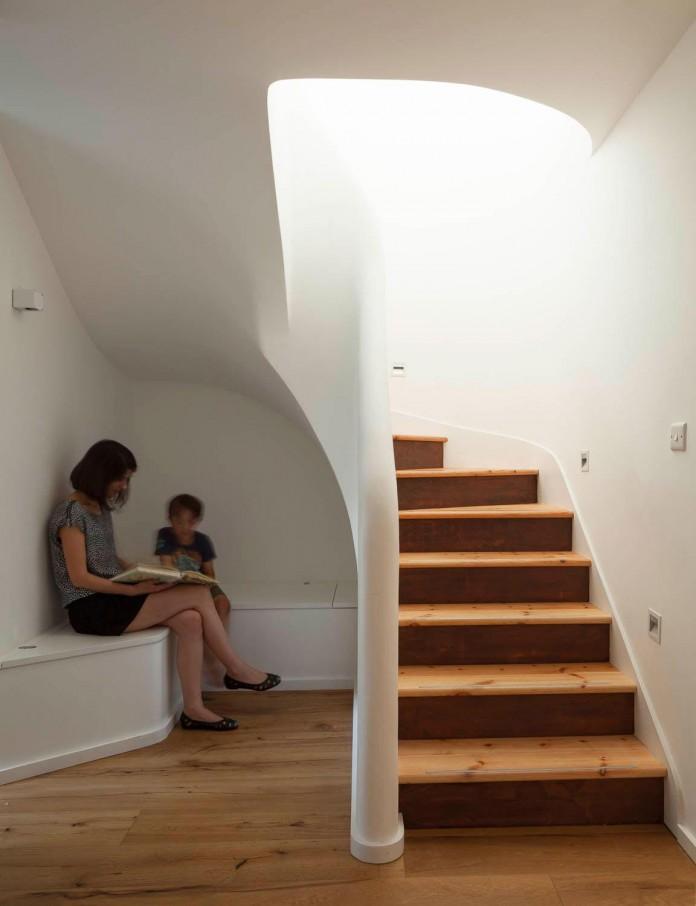 bright-interior-design-of-gransden-avenue-residence-in-london-designed-by-scenario-architecture-09