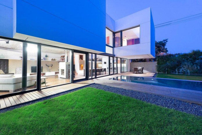 contemporary-white-cubes-home-in-bratislava-by-at26-architecture-design-18