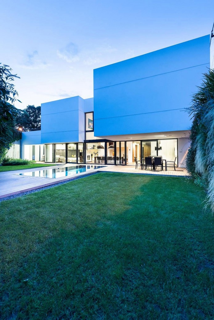 contemporary-white-cubes-home-in-bratislava-by-at26-architecture-design-20