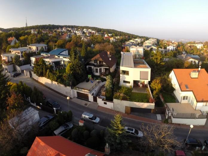 double-view-house-by-architekti-sebo-lichy-01
