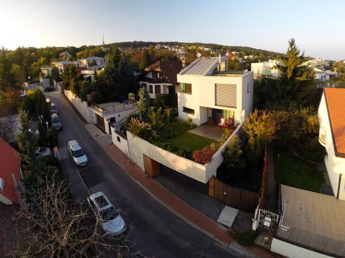 double-view-house-by-architekti-sebo-lichy-02