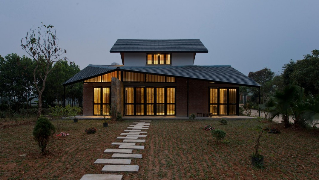 Folded Roof House by TOOB STUDIO