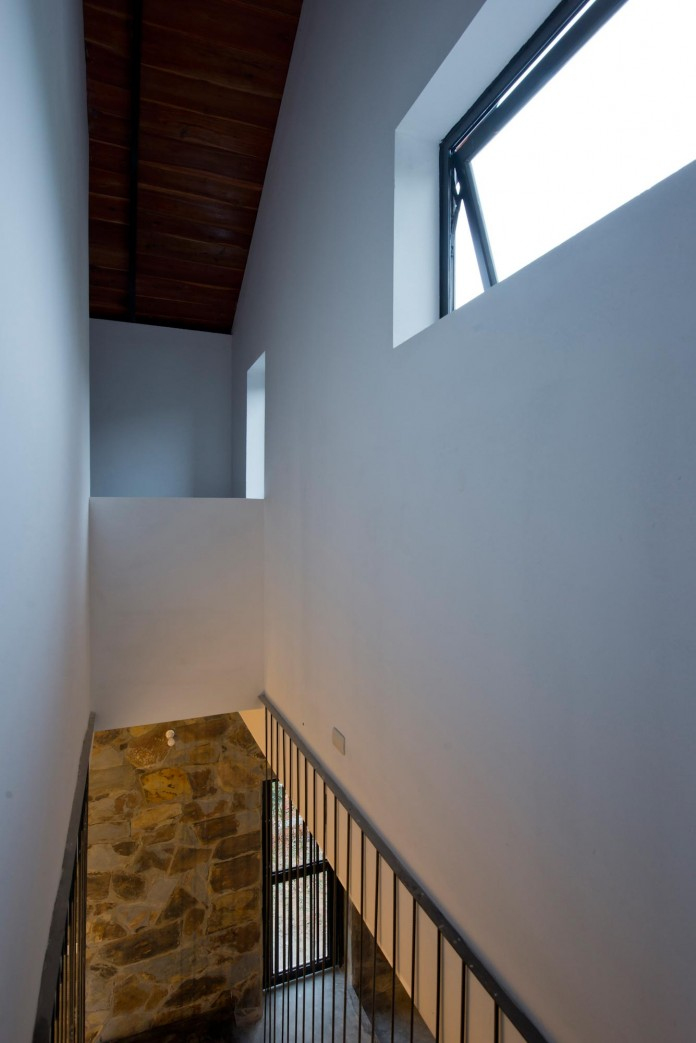 folded-roof-house-by-toob-studio-15