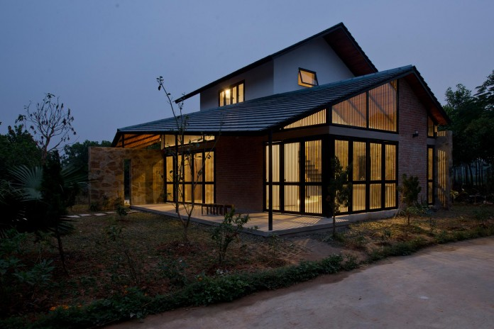 folded-roof-house-by-toob-studio-20