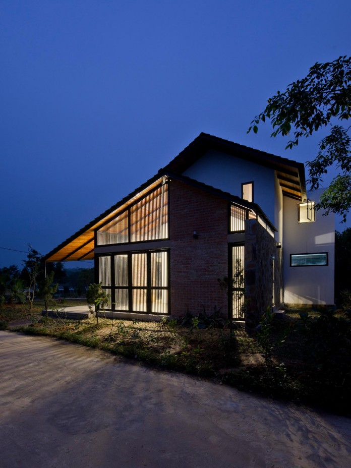 folded-roof-house-by-toob-studio-22