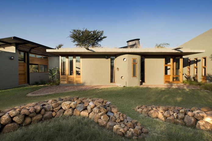 house-mouton-in-a-bushveld-estate-in-leeuwfontein-south-africa-by-earthworld-architects-01