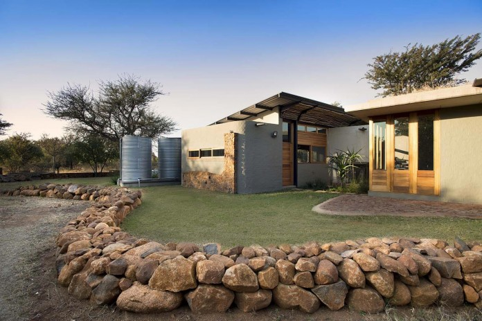 house-mouton-in-a-bushveld-estate-in-leeuwfontein-south-africa-by-earthworld-architects-02