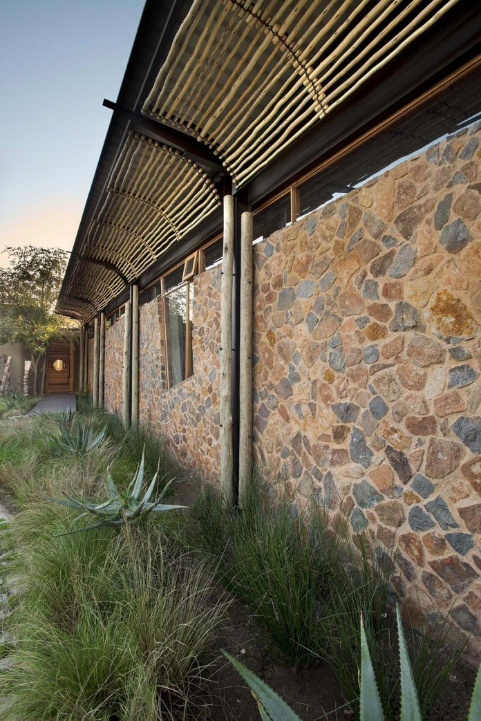 house-mouton-in-a-bushveld-estate-in-leeuwfontein-south-africa-by-earthworld-architects-05