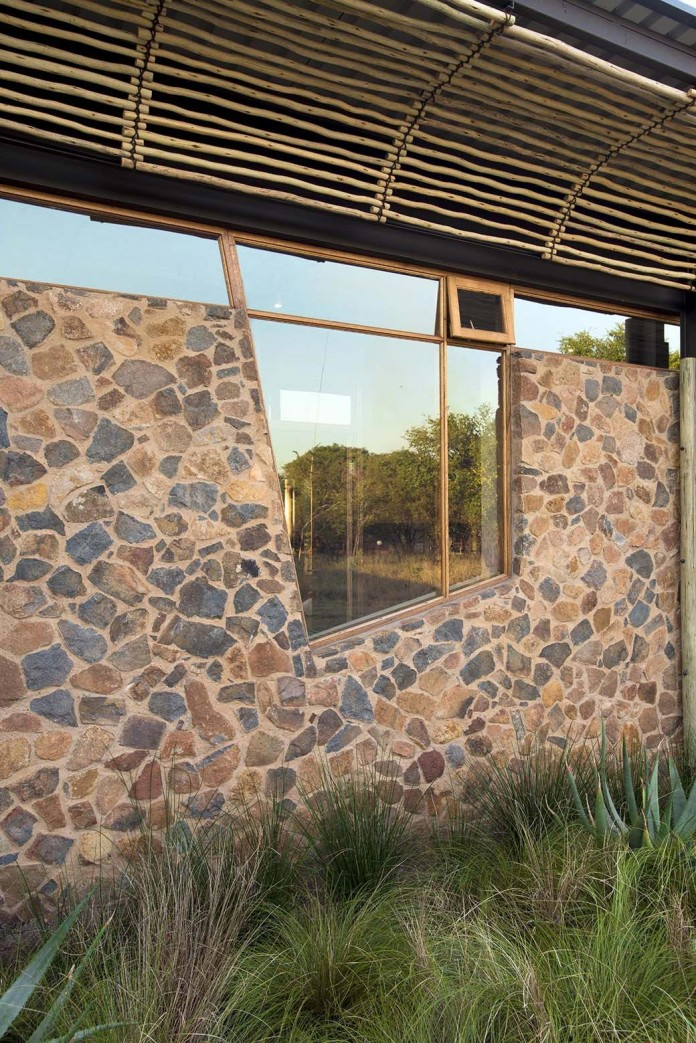 house-mouton-in-a-bushveld-estate-in-leeuwfontein-south-africa-by-earthworld-architects-07