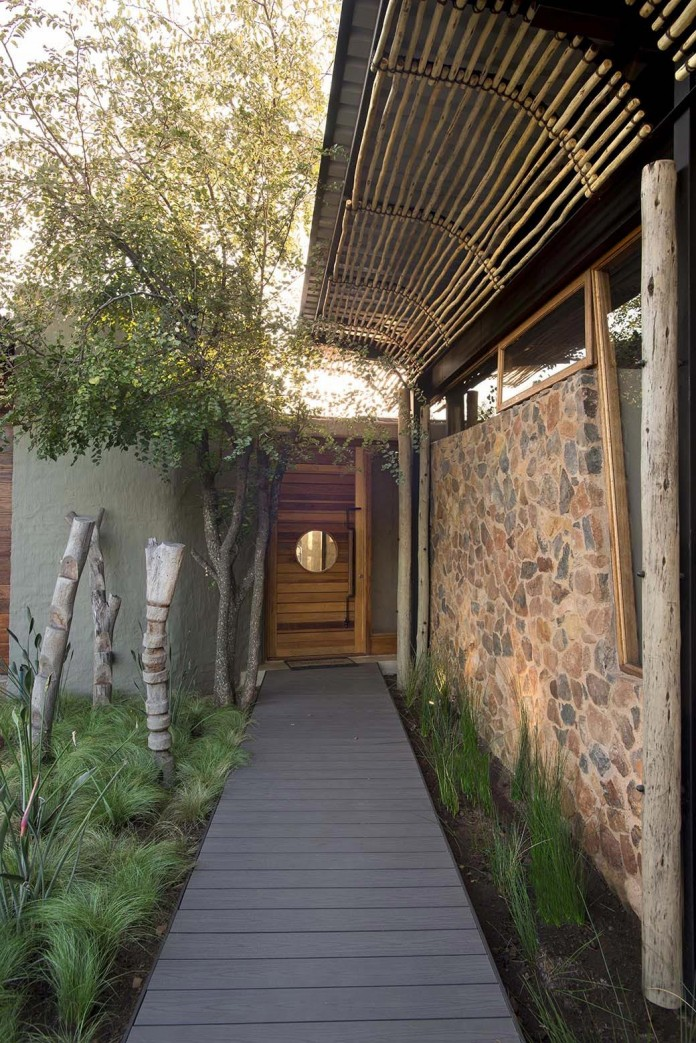 house-mouton-in-a-bushveld-estate-in-leeuwfontein-south-africa-by-earthworld-architects-08