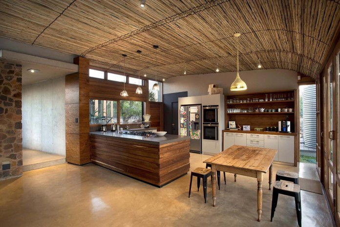 house-mouton-in-a-bushveld-estate-in-leeuwfontein-south-africa-by-earthworld-architects-13