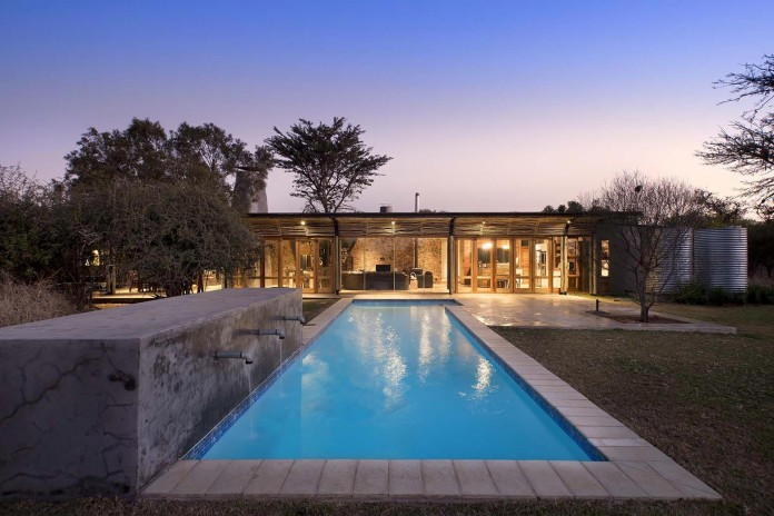 house-mouton-in-a-bushveld-estate-in-leeuwfontein-south-africa-by-earthworld-architects-19