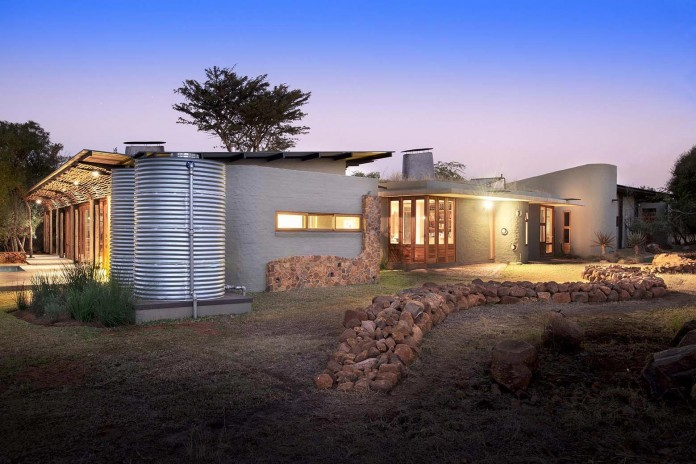 house-mouton-in-a-bushveld-estate-in-leeuwfontein-south-africa-by-earthworld-architects-21