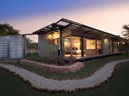 House Mouton in a bushveld estate in Leeuwfontein, South Africa by Earthworld Architects