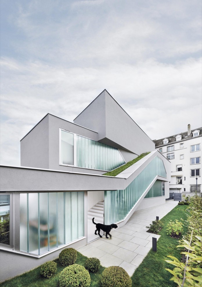 mahouse-located-in-strasbourg-france-by-marc-fornes-theverymany-03