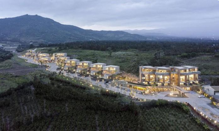 modern-jeju-bayhill-pool-villa-by-leau-design-kim-dong-jin-01