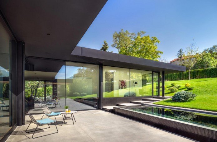 modern-pagoda-house-in-the-outskirts-of-sofia-by-io-architects-13
