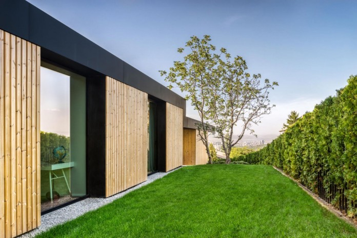 modern-pagoda-house-in-the-outskirts-of-sofia-by-io-architects-16