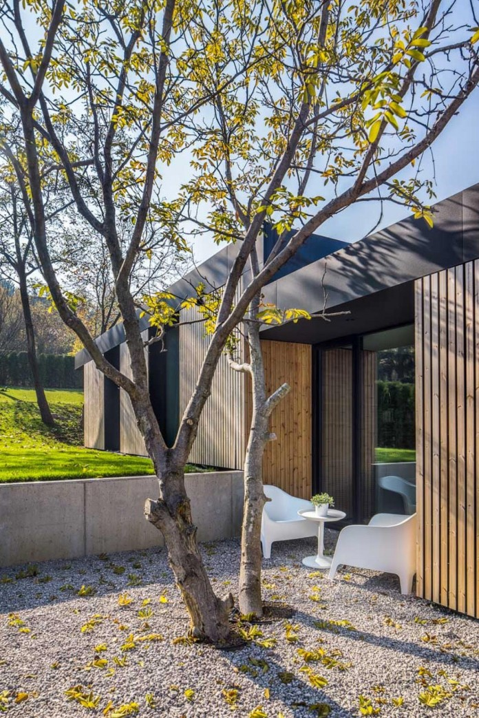 modern-pagoda-house-in-the-outskirts-of-sofia-by-io-architects-17
