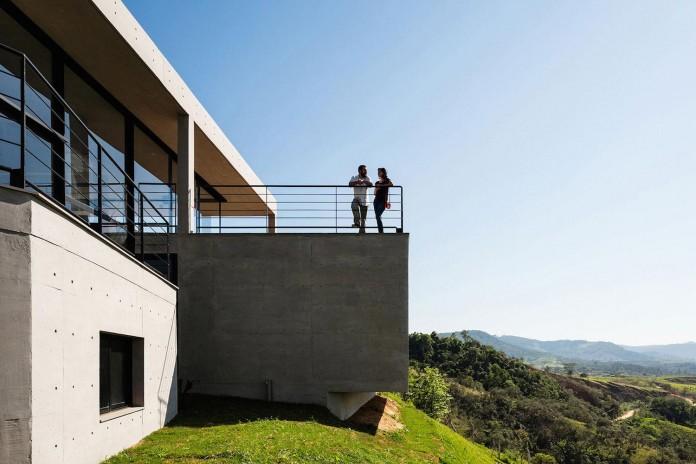 obra-arquitetos-designed-the-jj-hill-house-with-spectacular-views-over-amparo-sao-paulo-04