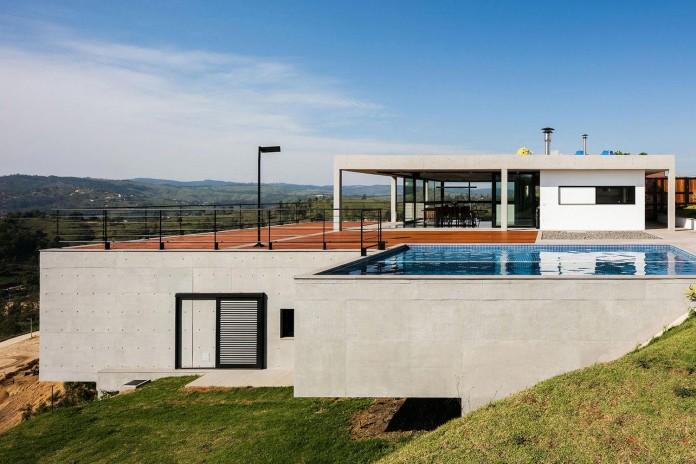 obra-arquitetos-designed-the-jj-hill-house-with-spectacular-views-over-amparo-sao-paulo-05