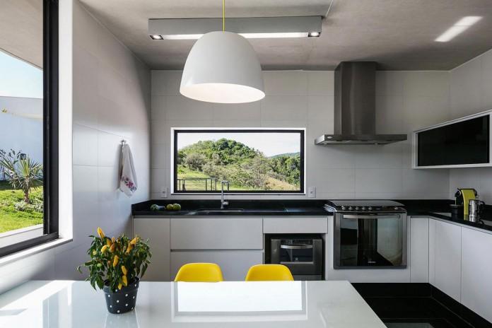 obra-arquitetos-designed-the-jj-hill-house-with-spectacular-views-over-amparo-sao-paulo-09