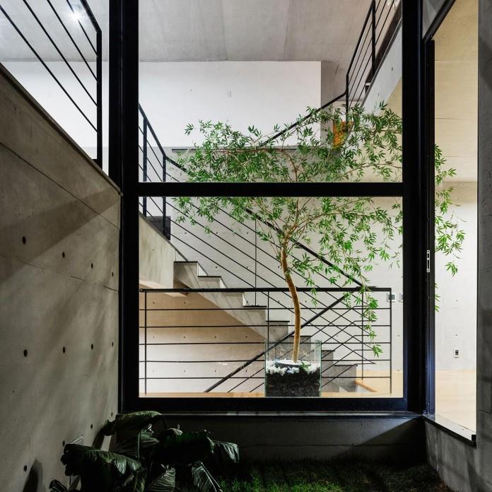 obra-arquitetos-designed-the-jj-hill-house-with-spectacular-views-over-amparo-sao-paulo-13