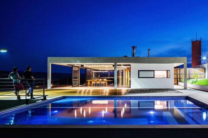 obra-arquitetos-designed-the-jj-hill-house-with-spectacular-views-over-amparo-sao-paulo-14