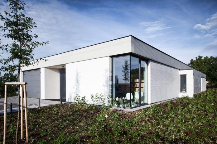one-story-modern-home-in-olomouc-slavonin-by-jvarchitekt-kamkabnet-06